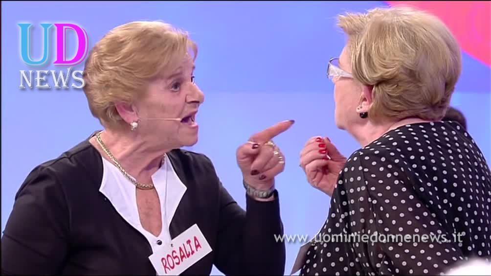 puntata di oggi sfiorata rissa tra rina e rosalia On uomini e donne puntata di oggi